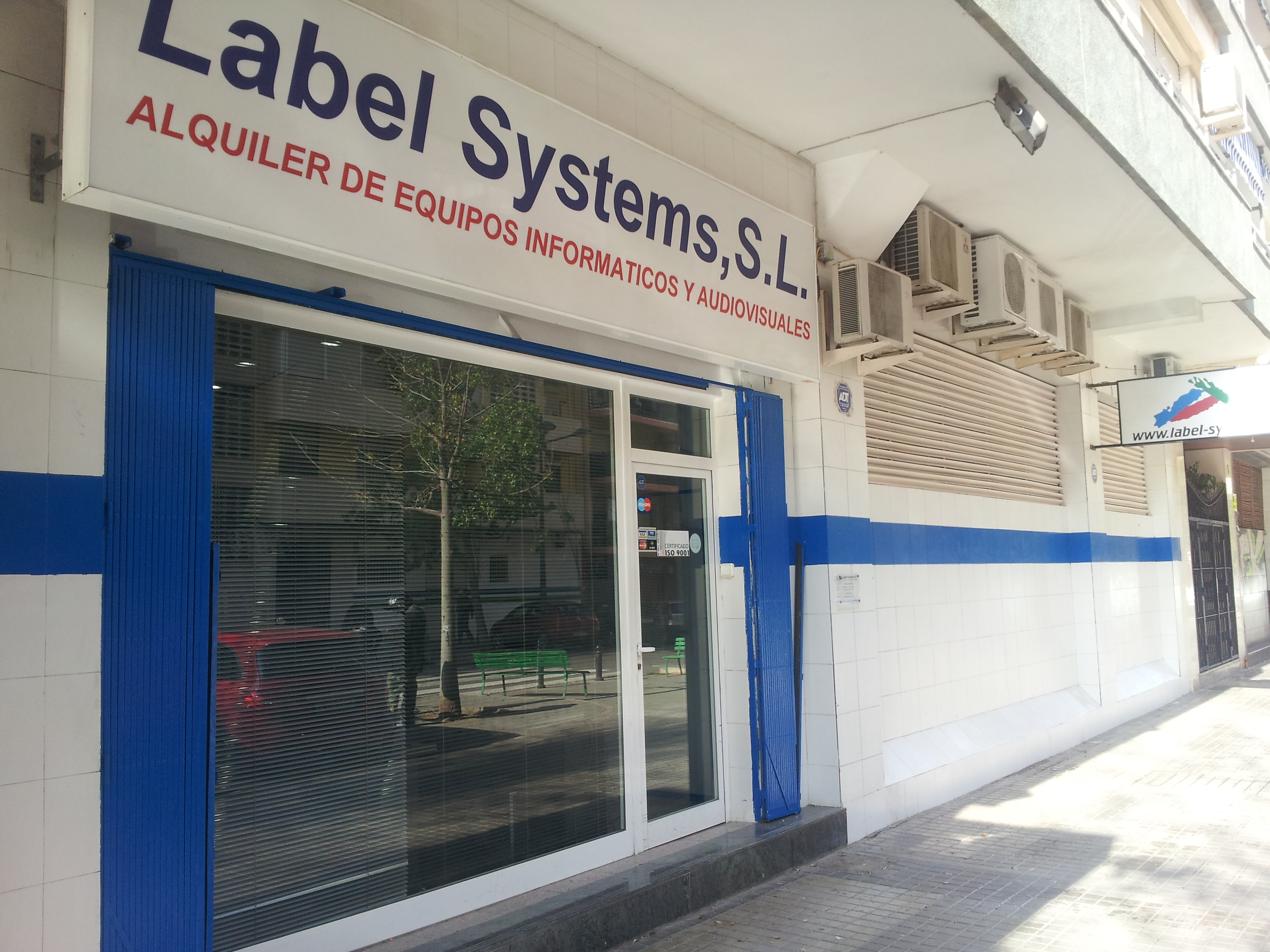 fachada de label systems